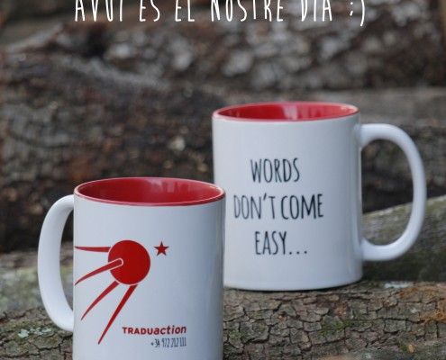 Traduaction ha fet unes tasses per regalar als seus traductors i clients.